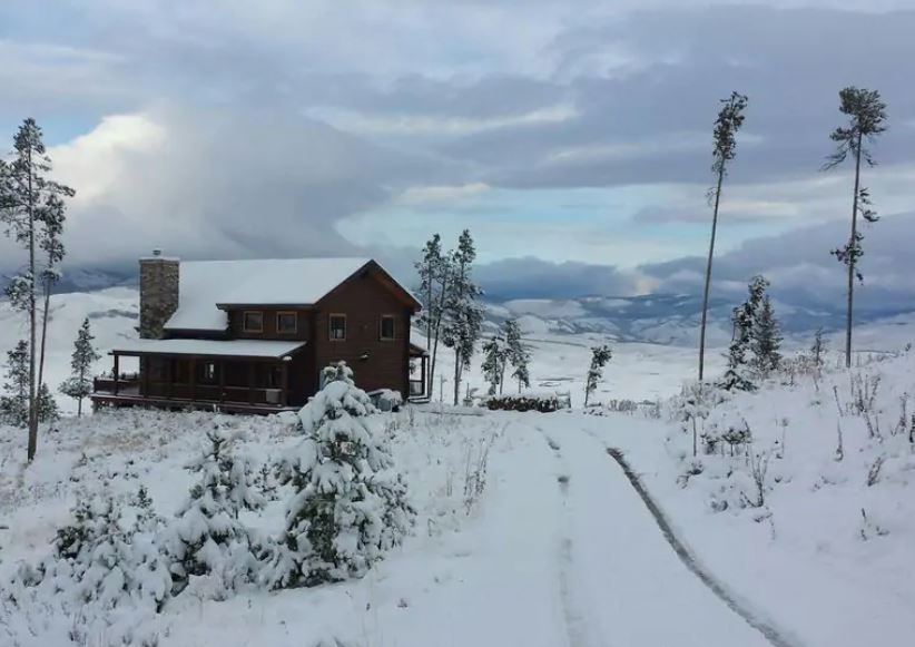 Snowy cabin rental property in Grand Lake Colorado