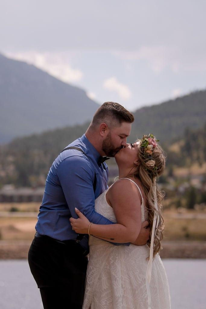 Couple kisses at their Estes Park Colorado elopement