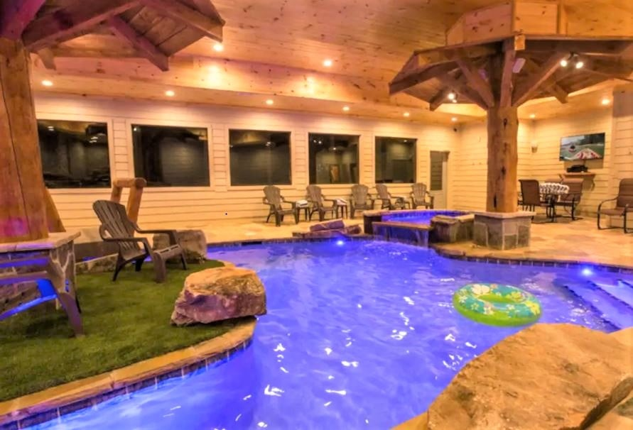 Indoor pool and hot tub in Airbnb