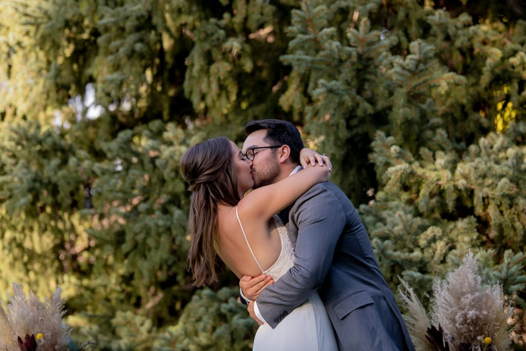 California Airbnb eloping couple kissing
