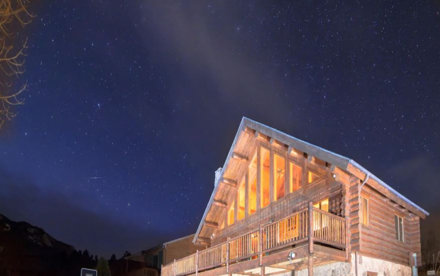 Starry night sky over an Airbnb cabin in Estes Park Colorado